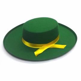 Chapeau vert avec un ruban jaune