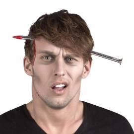 Serre-tête avec faux clou planté dans la tête